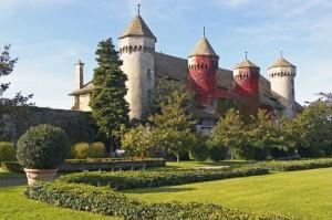 4) Château de Ripaille, entre Thonon et Genève, sur les bords du Léman (XV° s.) ; devenu duc Amédée VIII, hésite entre la tradition monastique et l'intérêt d'un manoir de plaisance.