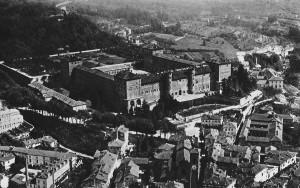 12) Le château de Moncalieri la forteresse de XV° s. à été remaniée et agrandie au XVII° s.