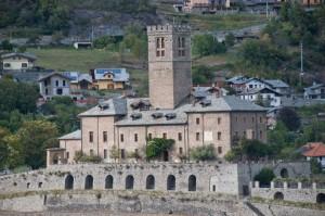 3e) Chateau de Sarre oeuvre de XV° s pour surveiller le Grand Saint Bernard.