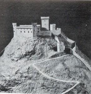 1) Réconstitution du château d'Avigliana (Val de Suse) XII-XIII° s. Pour dominer le passage du Mont Cenis les Savoie aménagent des lignes de fortifications.