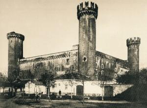 3c) Castello di Ivrea (architecture médivale typique des Etats de Savoie), une partie de château à été incendié au XVII° s.