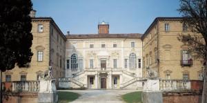 14) Charles Felix achète le château de Govone, dont il fait une résidence d'été célèbre par ses jardins.